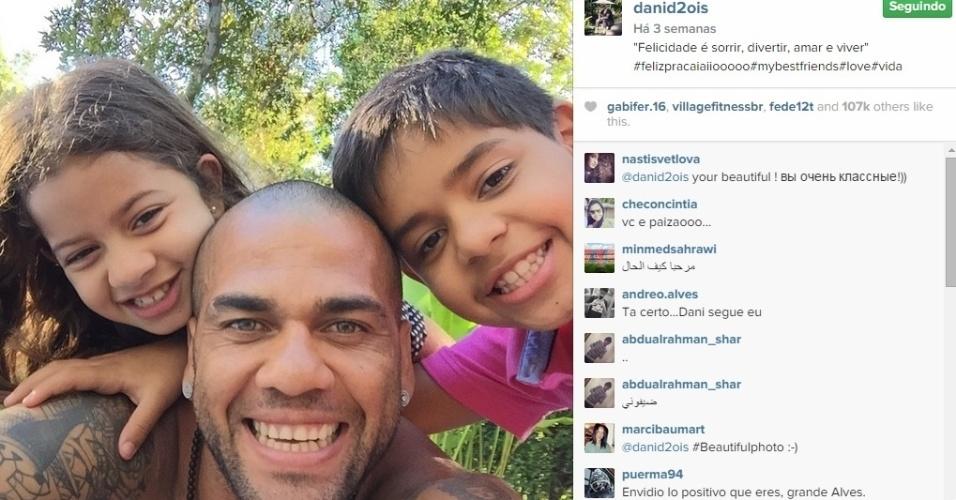 Nas redes sociais, Daniel Alves não economiza na hora de postar fotos com seus filhos. Mesmo após o fim da relação com Dinorah, mãe das crianças, o lateral do Barça convive muito com os filhos e a ex