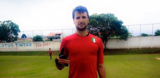 Samuel Toaldo atua como goleiro de aluguel nas peladas de Curitiba - Arquivo pessoal