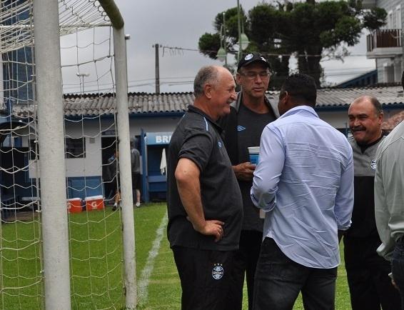 21 jan 2015 - Felipão encontra Roger Machado antes de amistoso do Grêmio
