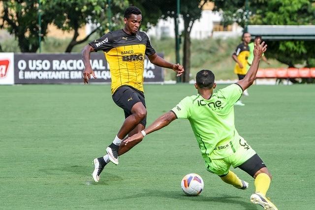 Jô finalizou três vezes no jogo-treino do Atlético-MG, mas não marcou nenhum gol
