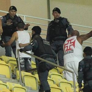 Imagem  Bruno Kelly AGIF. Polícia Militar escolta torcedores do Vasco  envolvidos em briga ... f14b843bd024b