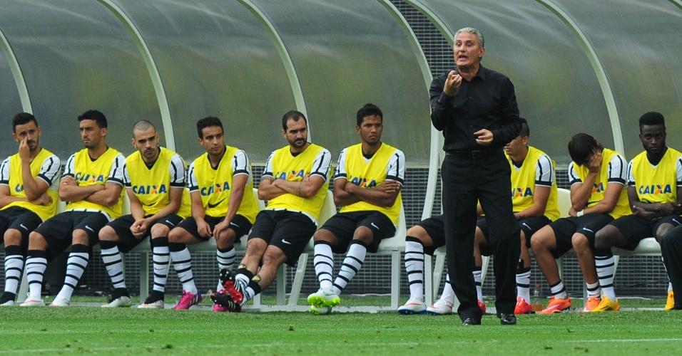 f05e80425 Técnico Tite orienta Corinthians durante amistoso contra o  Corinthians-Casuals