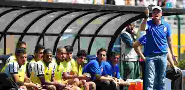 Osmar Loss orienta a equipe durante a final da Copa São Paulo - Junior Lago/UOL - Junior Lago/UOL