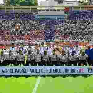 Time do Corinthians posa para foto oficial antes da final da Copa São Paulo de Juniores - Junior Lago/UOL