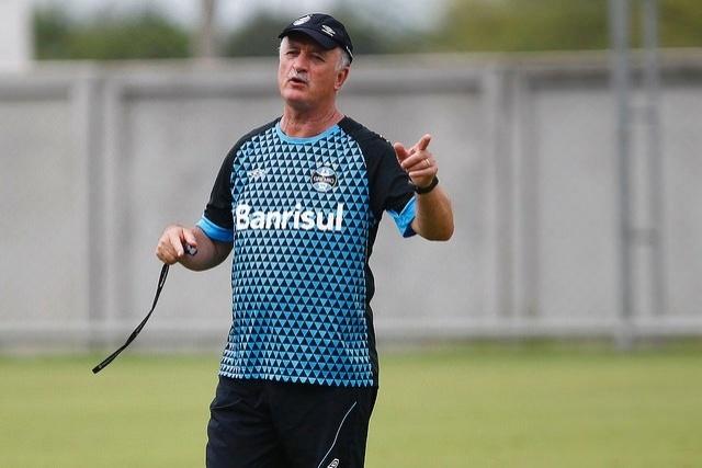 27 jan 2015 - Felipão comanda treinamento do Grêmio