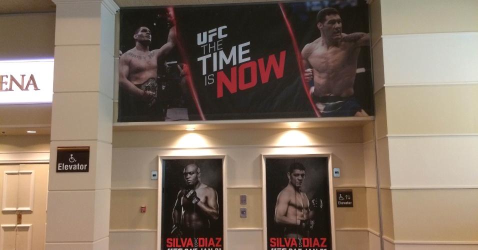 27.jan.2015 - Hotel MGM, onde será realizada a luta de sábado entre Anderson Silva e Nick Diaz, já está todo decorado para o combate. Até os elevadores estão encapados com as imagens dos lutadores