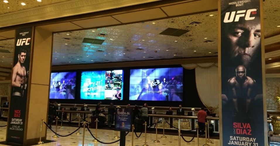 27.jan.2015 - Hotel MGM, onde será realizada a luta de sábado entre Anderson Silva e Nick Diaz, já está todo decorado para o combate, desde o hall de entrada