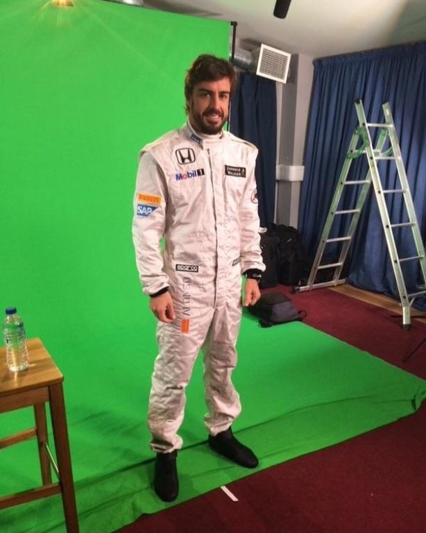 Com Fernando Alonso, McLaren divulga imagem de novos macacões de corrida
