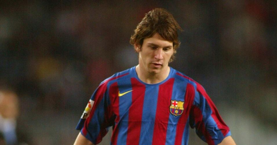 Lionel Messi em ação pelo Barcelona em 2005
