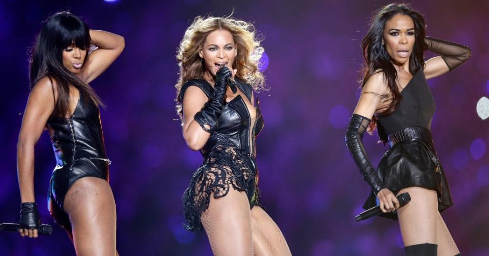 No show do intervalo do Super Bowl 47, Beyonce (centro) cantou também com Kelly Rowland (esq.) e Michelle Williams, com quem formou o grupo Destiny?s Child