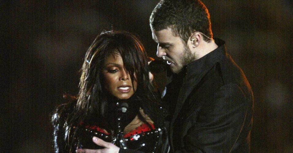 Na última música do show, Justin Timberlake cantou sua canção Rock Your Body e protagonizou uma polêmica, quando tirou parte da roupa de Janet Jackson e deixou um de seus seios a mostra