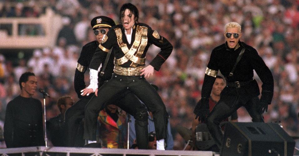 O cantor Michael Jackson fez um dos shows mais famosos. Ele foi a estrela do intervalo do Super Bowl 27, realizado em janeiro de 1993, em Pasadena, nos Estados Unidos
