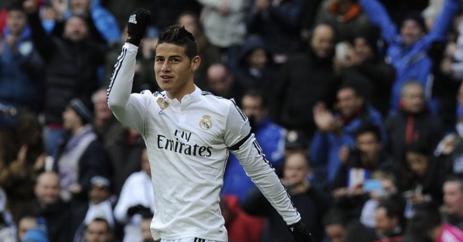 James Rodríguez ergue o punho depois de marcar o gol de empate do Real Madrid