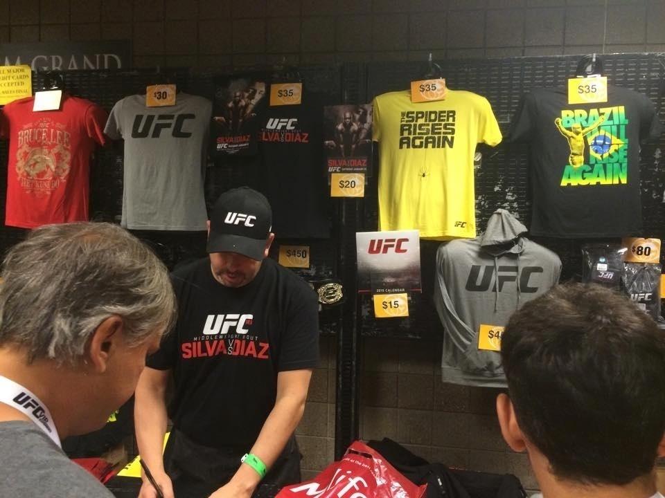 UFC nega problema físico de Anderson Silva e confirma revanche com ... cdc813f9751f5