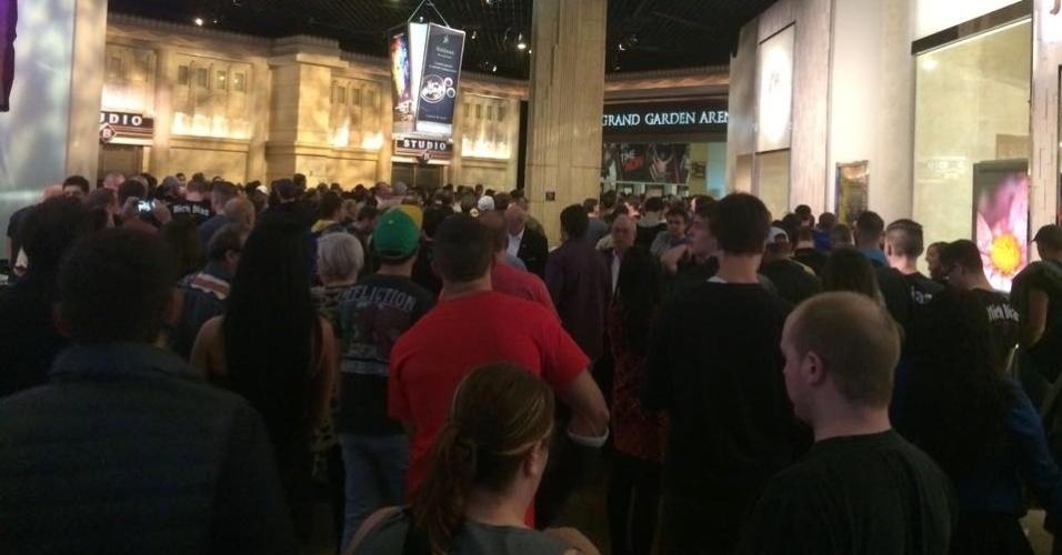 Público lota a entrada da MGM Arena, que vai receber o UFC 183 neste sábado (31), com Anderson Silva e Nick Diaz na luta principal