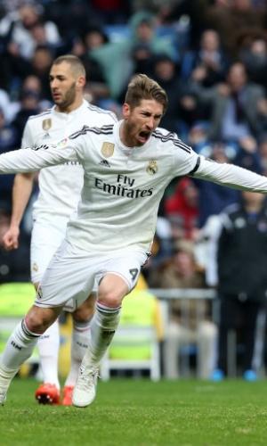 Sergio Ramos comemora o gol da virada do Real Madrid sobre a Real Sociedad
