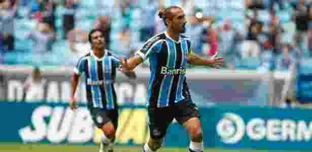 Argentino tem acompanhado jogos do Grêmio em Porto Alegre, durante as férias - Lucas Uebel/Divulgação/Grêmio