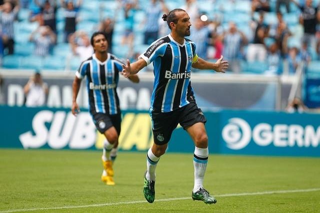 31 jan 2015 - Barcos comemora um de seus gols na estreia do Grêmio pelo Gauchão