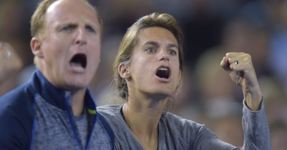 Amelie Mauresmo, técnica de Murray comemora vitória do tenista no segundo set