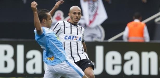 Um ano após deixar o Corinthians para jogar no futebol mexicano, Fábio Santos acerta com o Atlético-MG