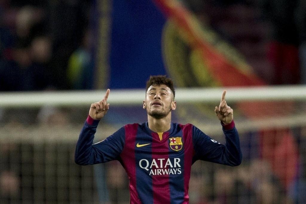 Neymar comemora após balançar as redes