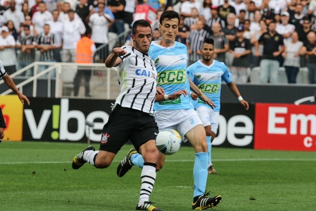 Renato Augusto finaliza para abrir o placar para o Corinthians contra o Marília pela 1ª rodada do Paulistão 2015