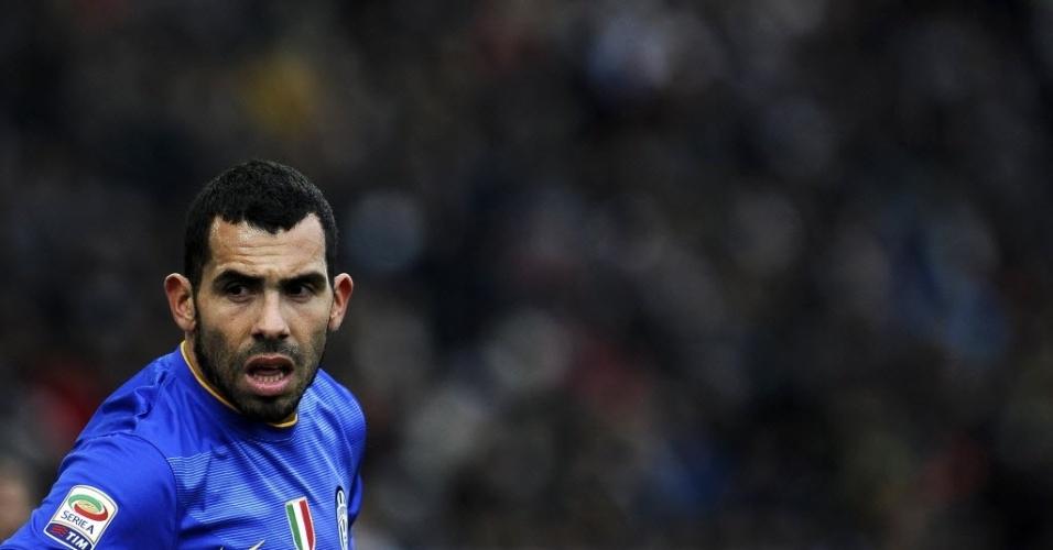 Tevez e a Juventus enfrentaram a Udinese em buscar de manter a liderança folgada de 9 pontos sobre a segunda colocada Roma