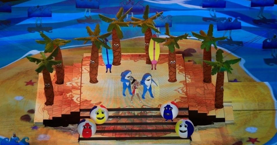 Em um cenário de praia, com direito a tubarões, bolas e coqueiros sorridentes, Katy Perry canta Teenage Dream e California Gurls