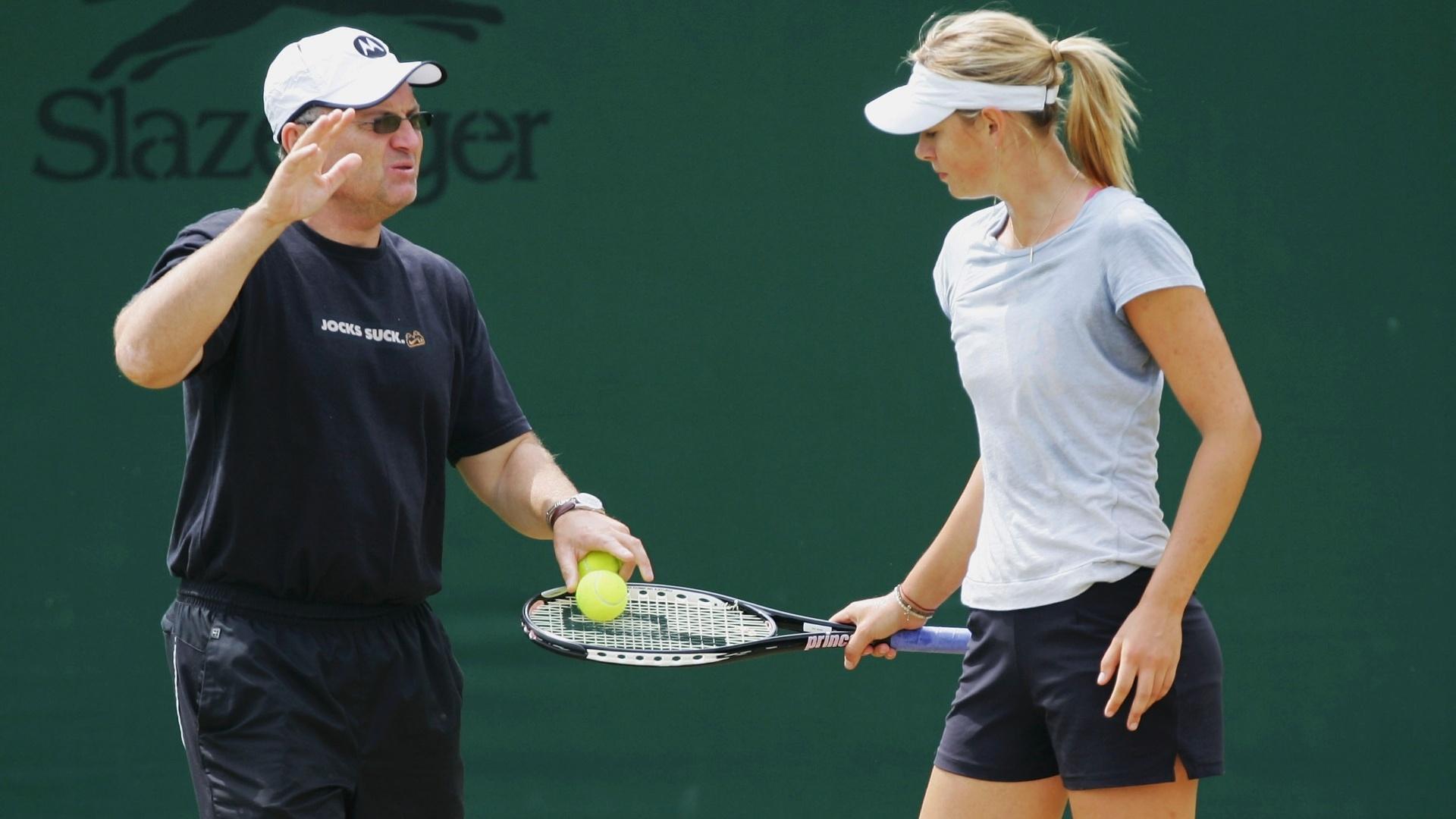 Maria Sharapova e seu pai, Yuri, durante treino em 2007