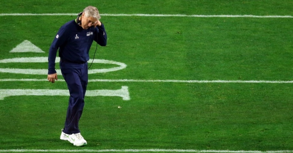 Técnico principal do Seattle Seahawks, Pete Carroll deixa o campo após a derrota para o New England Patriots no Super Bowl 49