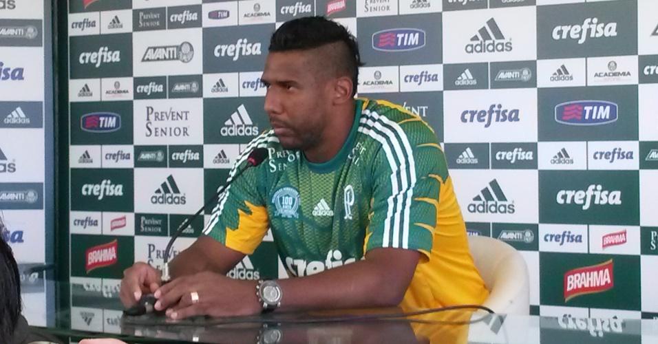 03.fev.2015 - Goleiro Aranha é apresentado como novo reforço do Palmeiras