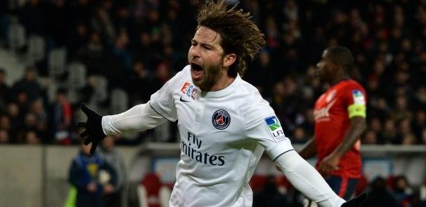 Maxwell defende o Paris Saint-Germain desde 2012