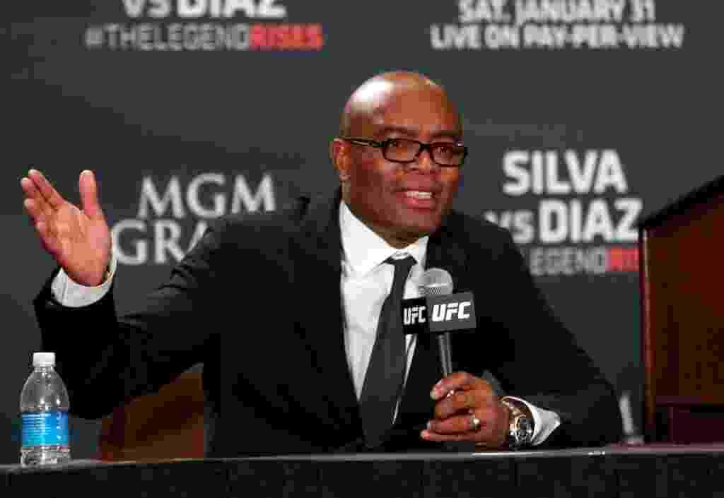 Anderson Silva foi flagrado em exame antidoping surpresa quase um mês antes de seu retorno ao UFC pelo uso de duas substâncias: drostanolona e androsterona. - Steve Marcus/Getty Images/AFP