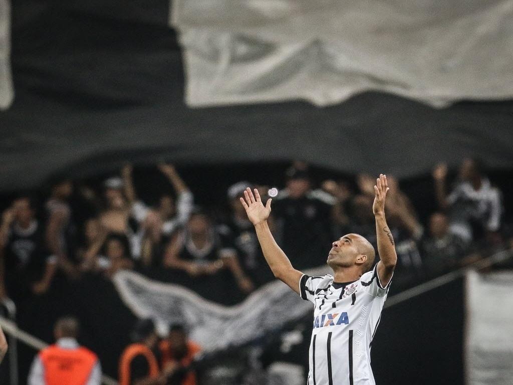 Emerson Sheik comemora o primeiro gol do Corinthians na Libertadores em 2015
