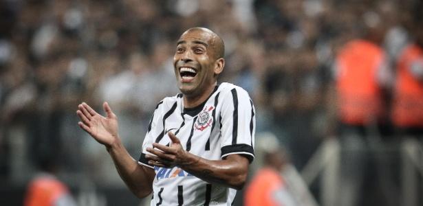 Corinthians acerta retorno de Emerson Sheik, campeão mundial em 2012