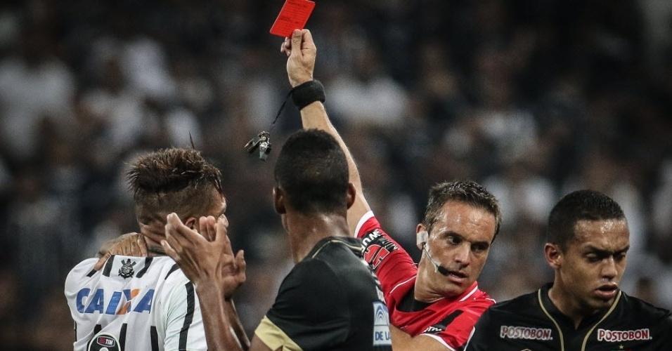 Guerrero é expulso após atingir jogador do Once Caldas no rosto