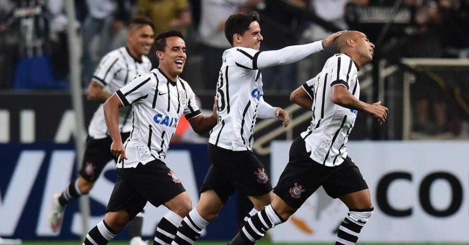 Jogadores do Corinthians comemoram gol contra o Once Caldas pela Libertadores