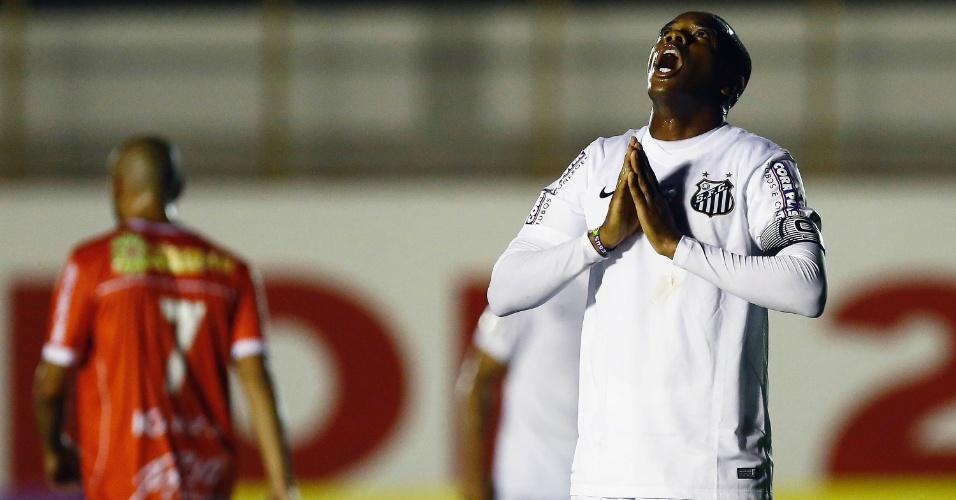 Robinho lamenta chance perdida pelo Santos
