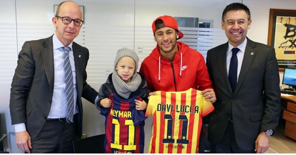Neymar leva o filho, Davi Lucca, para se tornar sócio do Barcelona