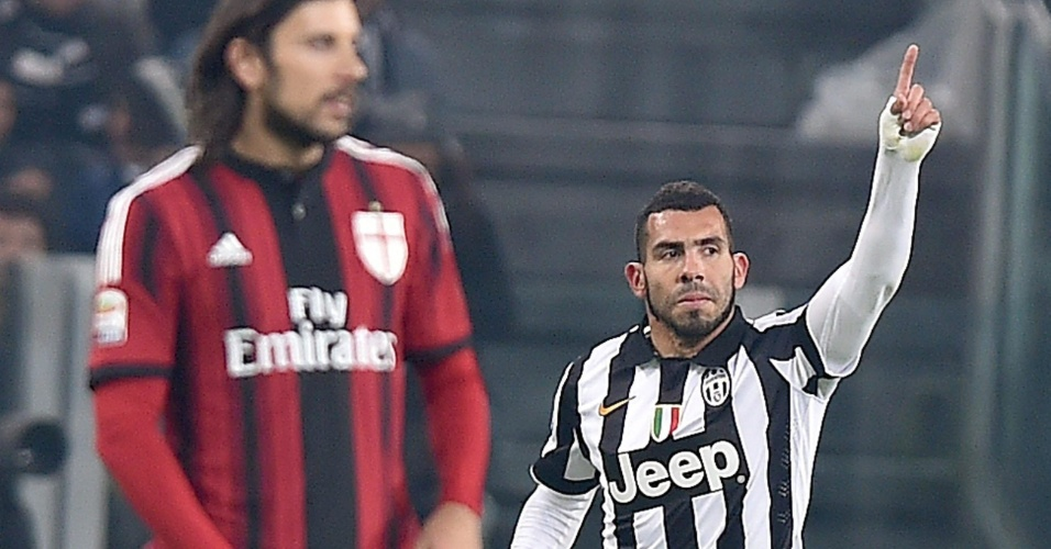 Carlitos Tevez comemora gol, o primeiro da Juventus no clássico contra o Milan pelo Campeonato Italiano