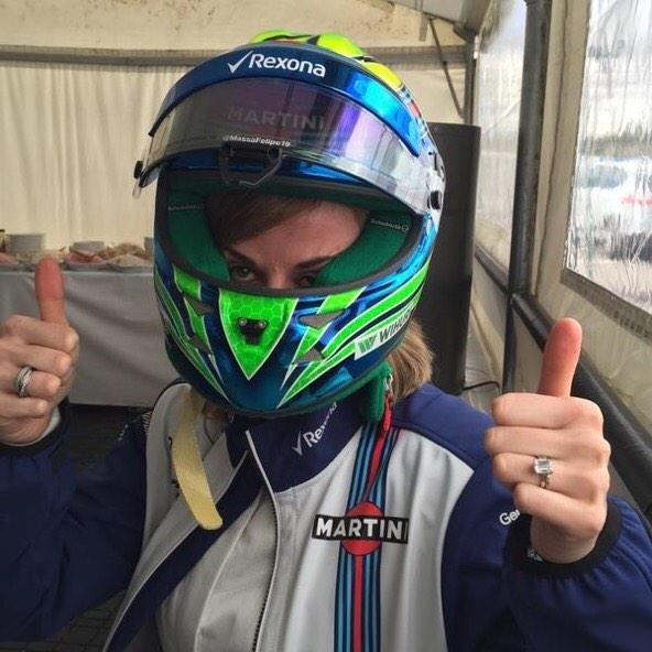 Susie Wolff experimenta capacete de Felipe Massa