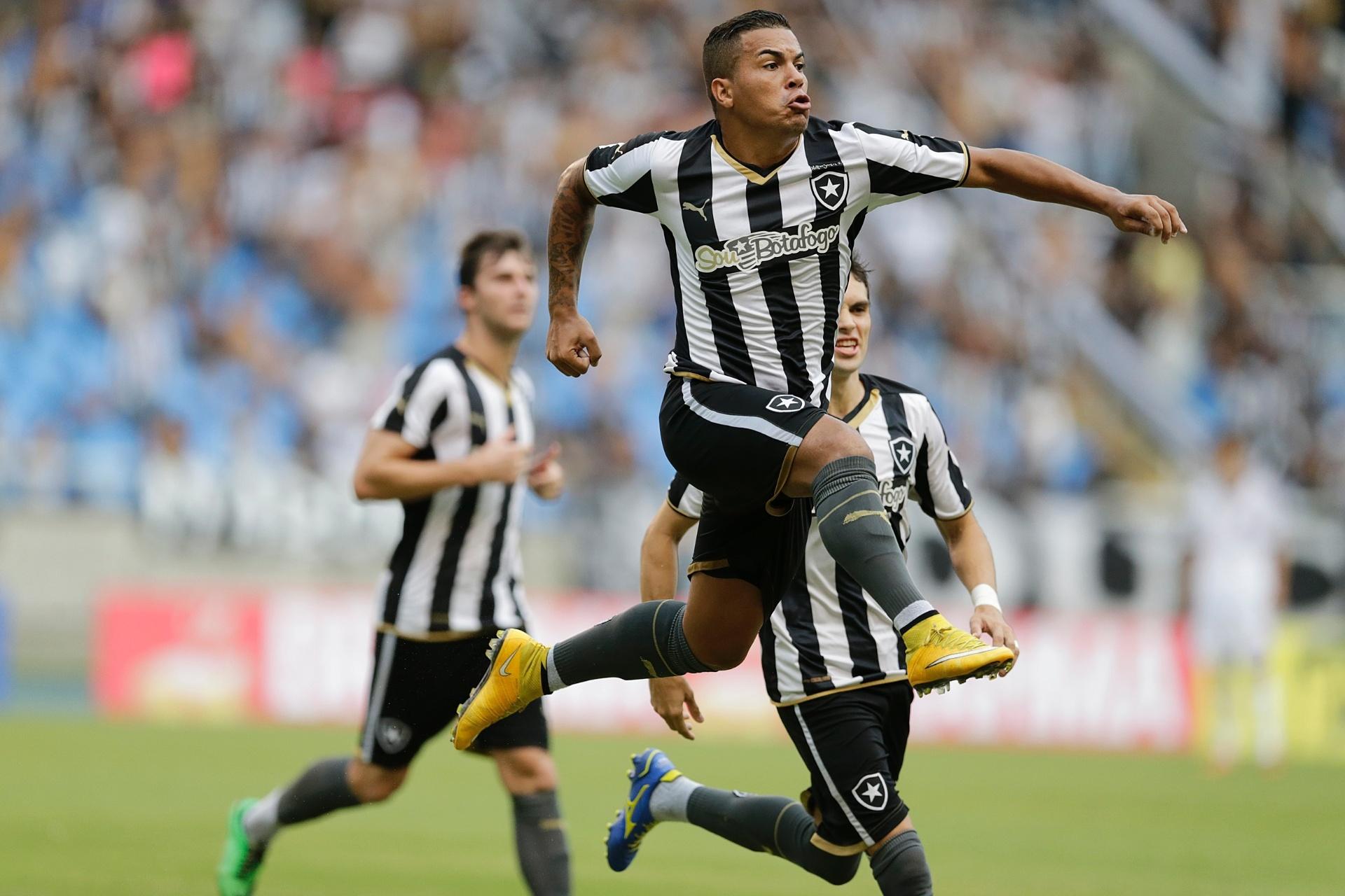 02f93219e0 Botafogo fecha pacote de patrocinadores para clássicos com Fla e Flu -  Esporte - BOL