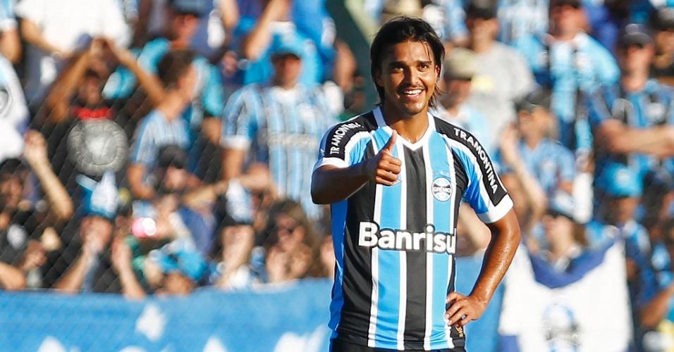 Marcelo Moreno sorri após lance do jogo Avenida-RS x Grêmio