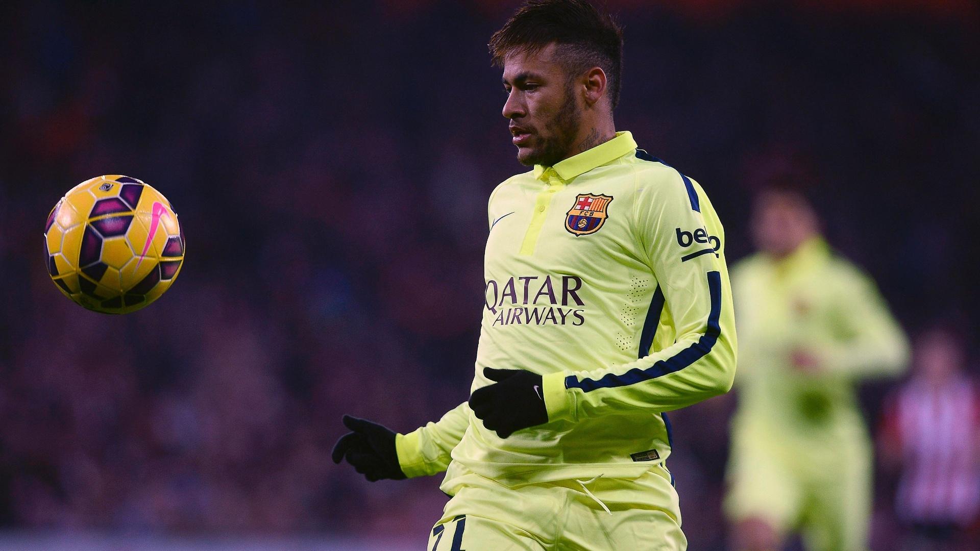 Neymar faz o domínio de bola para o Barcelona contra o Athletic Bilbao pelo Campeonato Espanhol