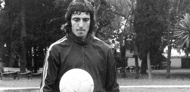 Carlos Alberto de Marta jogava no Estudiantes e recebeu o vermelho no primeiro tempo - Reprodução/El Grafico