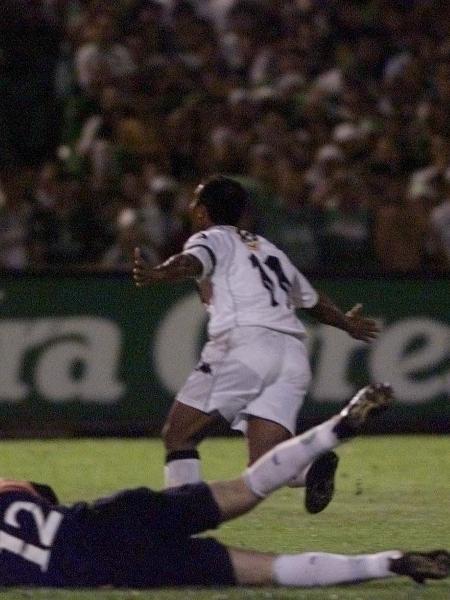 Vasco venceu o Palmeiras por 4 a 3 na decisão da Copa Mercosul de 2000, com quatro gols no segundo tempo; Romário marcou três - Evelson de Freitas / Folha Imagem