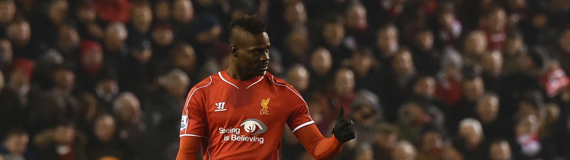 Balotelli em ação pelo Liverpool contra o Tottenham pelo Campeonato Inglês