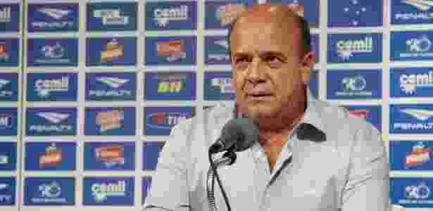 Cruzeiro busca meia no Brasil e cogita improvisar novo lateral em função 9c00d1d611abd
