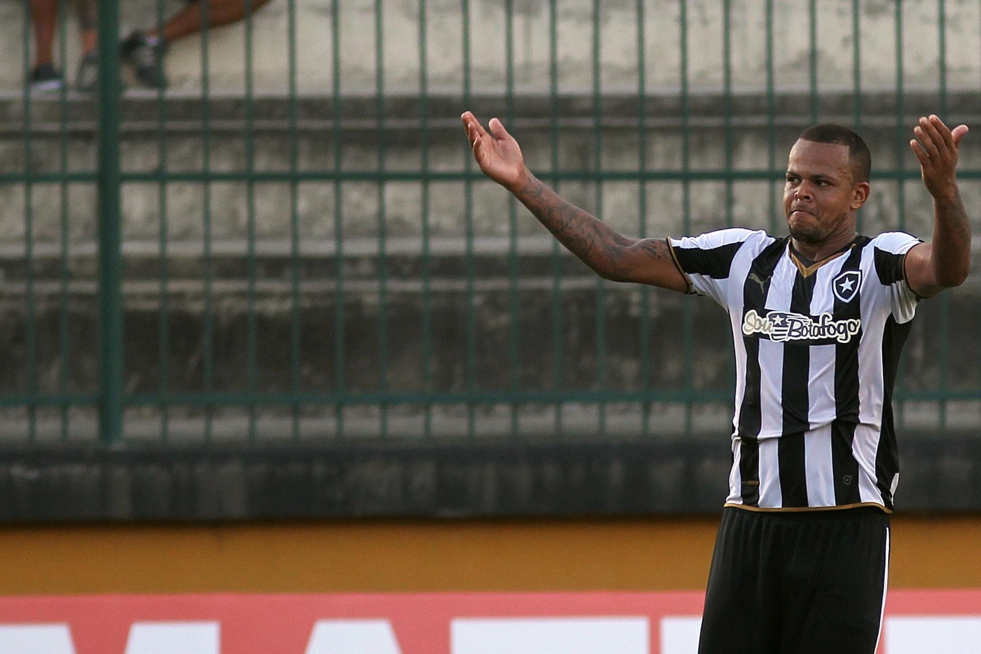 20dedff0d6 Bill provoca atacante do Fla após vitória do Botafogo   Só sabe correr  -  01 03 2015 - UOL Esporte