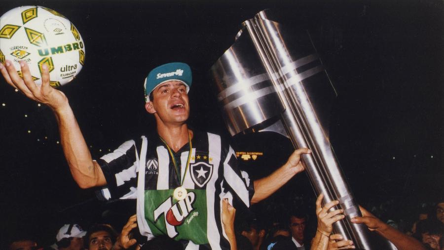 Túlio comemora vitória do Botafogo sobre o Santos na final do Brasileirão de 1995 - Ormuzd Alves-17.dez.1995/Folhapress